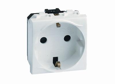 Электрическая розетка с заземлением, со шторками, белая, 2мод. Brava DKC 76482B5 DKC