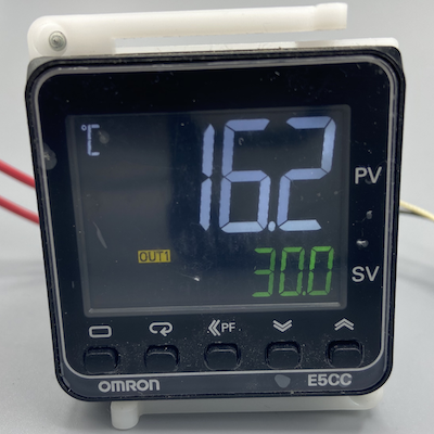 E5CC-RX3D5M-005 Контроллер температуры цифровой серии E5CC, релейный выход, три вспомогательных выхода, напряжение питания 24 V AC/DC, универсальный вход, четыре входа событий 356266 Omron