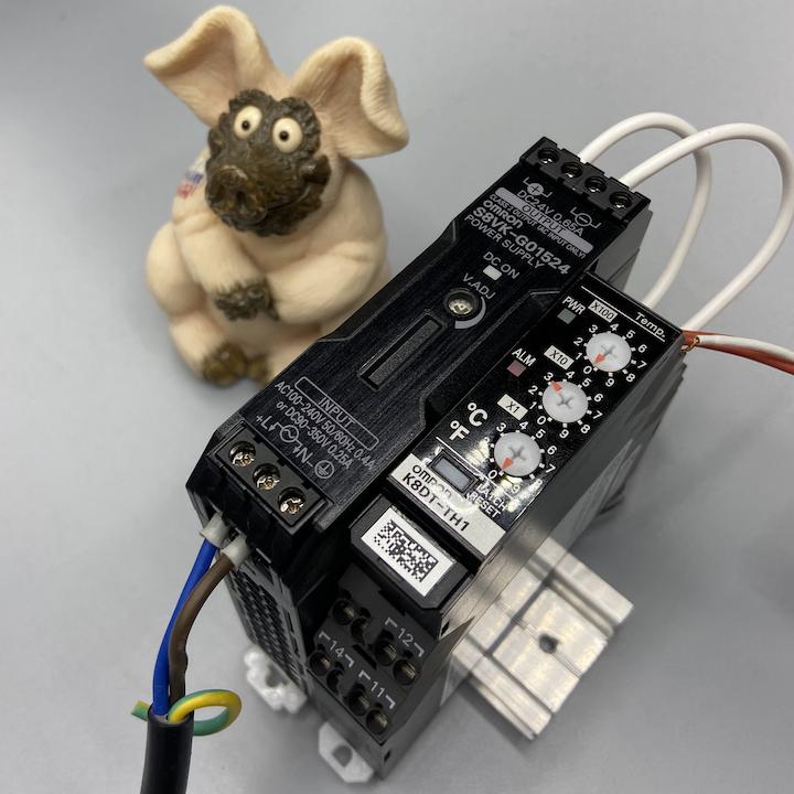 K8DT-TH1CD Реле контроля серии K8DT, с функцией сигнализации аварий по температуре, тип входа: термопара или платиновый термометр сопротивления, релейный выход, питание 24 VDC 669467 Omron
